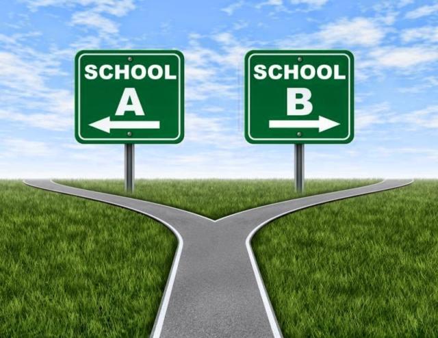 Lựa chọn trường phù hợp với con luôn là công việc cần cân nhắc kĩ lưỡng