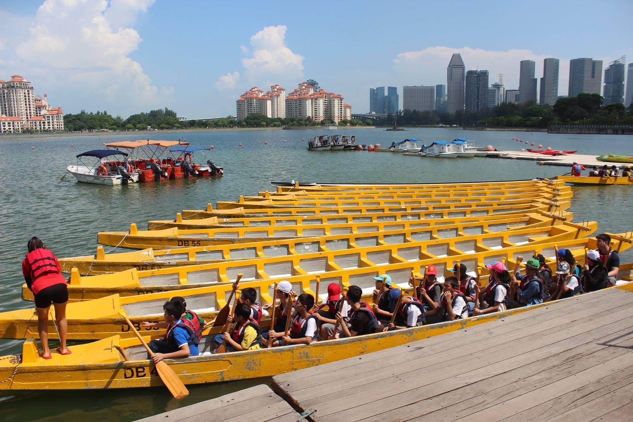 Trai hè quốc tế Singapore - Đi bơi thuyền