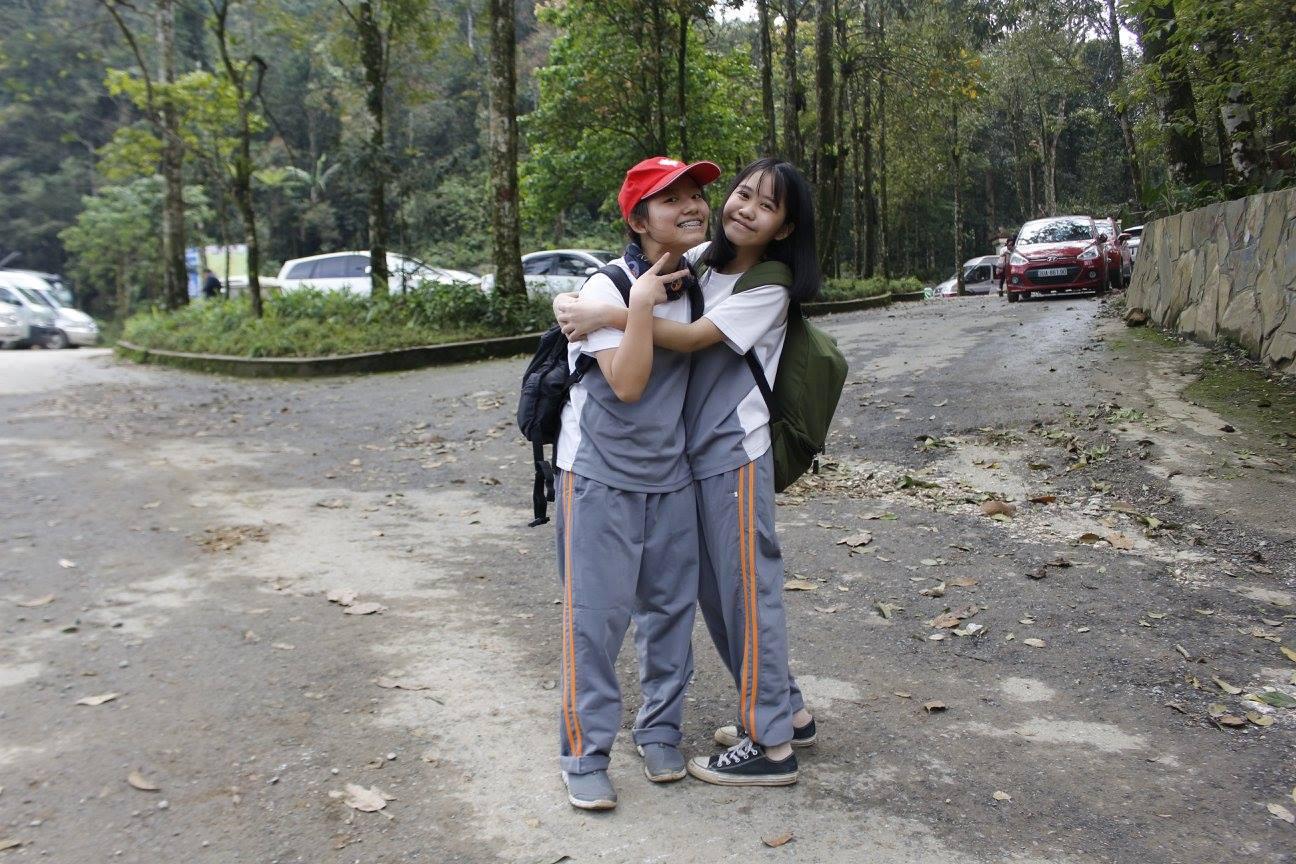 Nguyễn Thanh Phương (bên phải) cùng bạn của mình