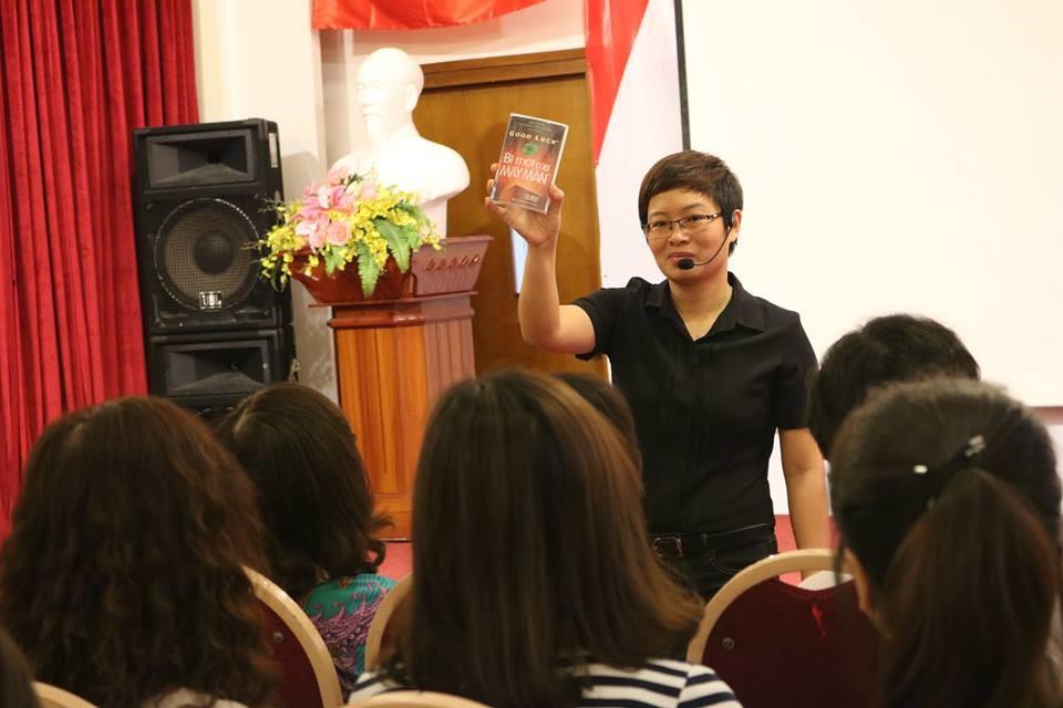Cô Khánh Ngọc đang dạy